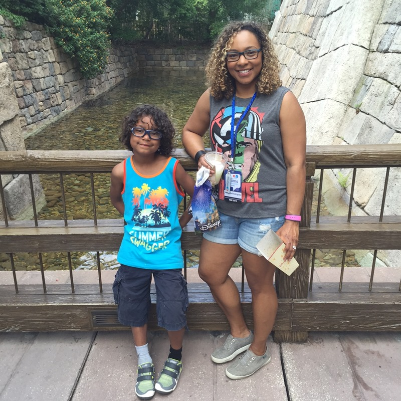 a38274b5cb5 Summer Outfits  What to Wear to an Amusement Park - dude mom