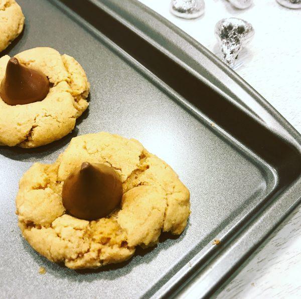 Best Christmas Cookies: Peanut Butter Kisses Cookies