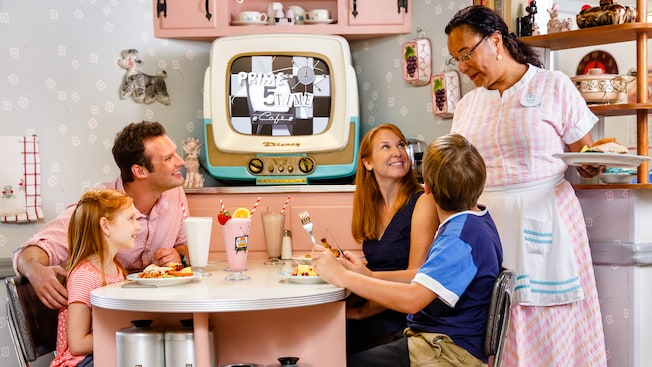 Best Places to Eat in Disney World Hollywood Studios: 50s Prime Time Cafe
