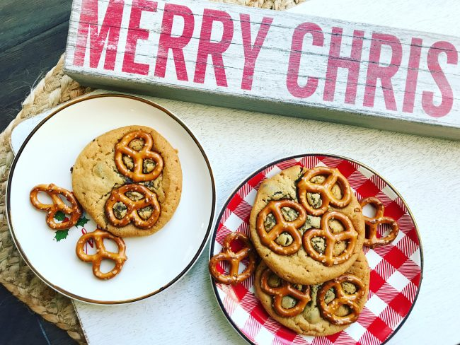Christmas Cookies: Chocolate Chip Pretzel Cookies