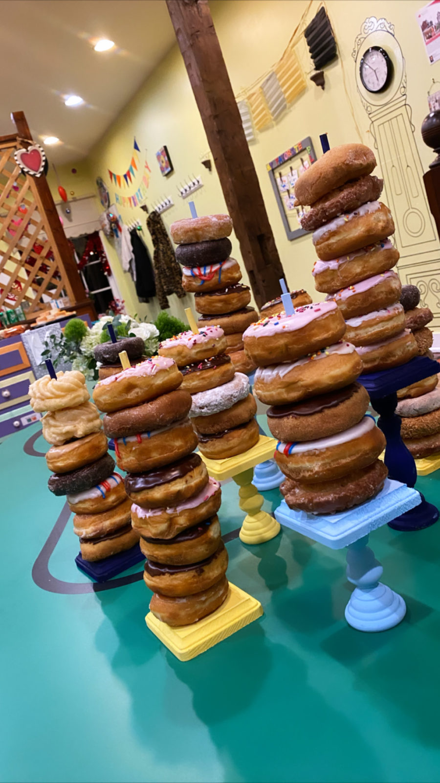 Dessert table ideas: Donut stands